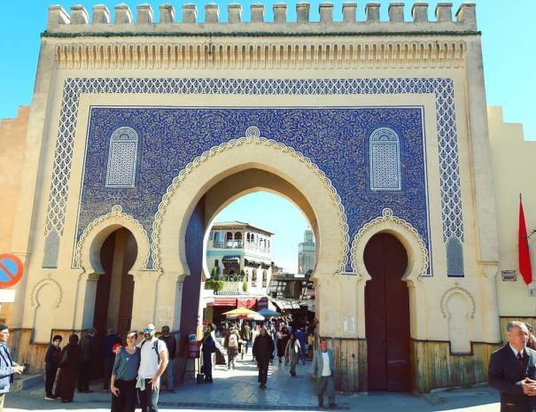LA puerta azul con nuestro ruta de 5 dias en Marruecos itinerario c