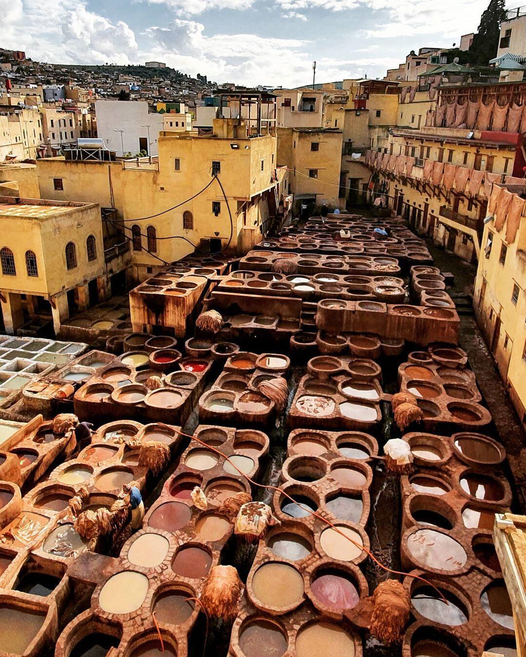 las curtidurías en fes con nuestro Tour itinerario desde Casablanca Viaje por Marruecos 8 dias