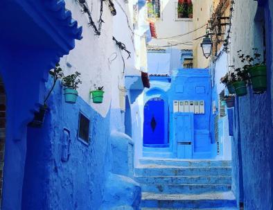 Vamos a visitar la cuidad azul con nuestro Tour Marruecos en 5 dias, itinerario del viaje desde Tanger a Marrakech.