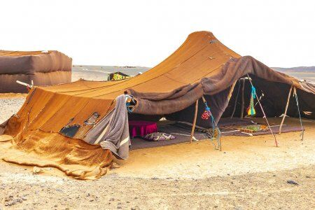 tienda de campaña en el desierto de Merzouga con nuestros excursiones privadas y de grupo por el desierto de Fez