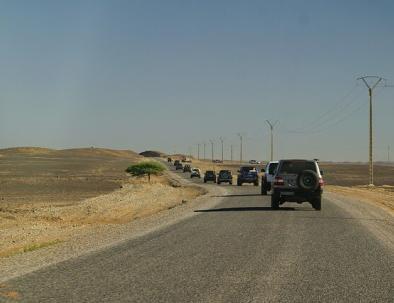 coches en el desierto del Sahara