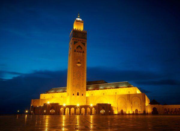 la mezquita de hassan II con nuestro ruta de 12 dias por Marruecos itinerario de viaje desde Casablanca.