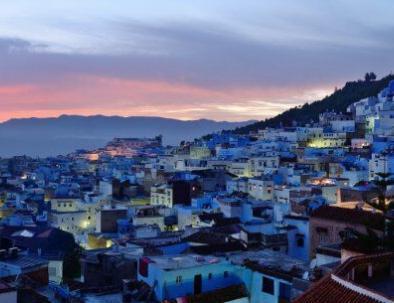 una panoramica photo de la cuidade azul con nuestro 2 dias ruta de viajes desde tanger