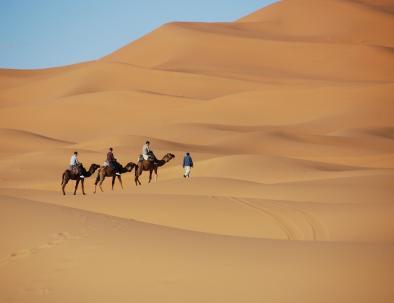 El Sahara desierto de merzouga, un lugar perfecto para hacer rutas de dromedarios con nuestro 7 dias itinerario en Marruecos