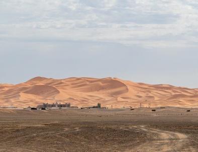 Marruecos glamping, trekking & acampar en el desierto de Merzouga.