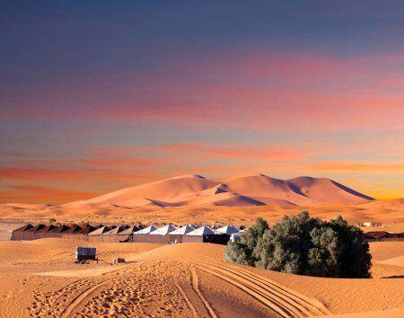 las dunas de arena de erg chebbi son el punto culminante de nuestros tours privados y de grupo por el desierto desde tánger