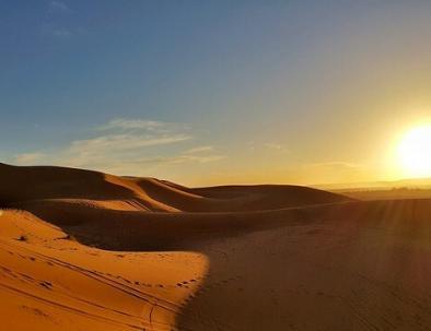 Marruecos glamping con Tours En Marruecos, trekking & acampar en el desierto de Merzouga.