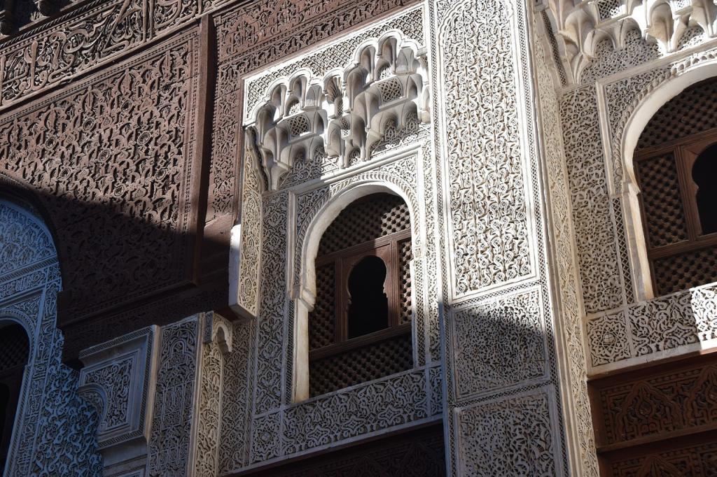 La muralla de Meknes de Bab el Mansour, uno de los sitios que se incluyen en las mejores cosas que hacer en Meknes