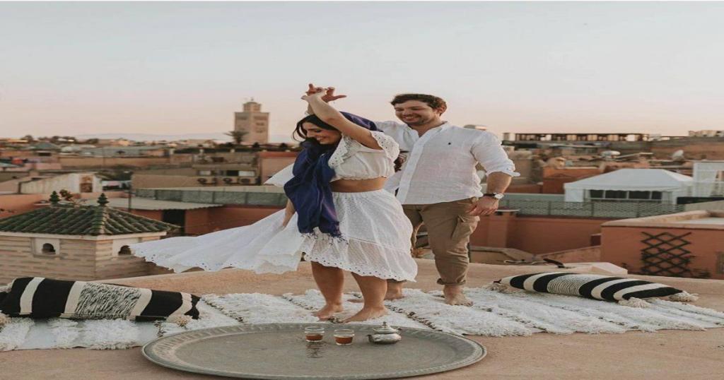 pareja en un hotel de Marrakech