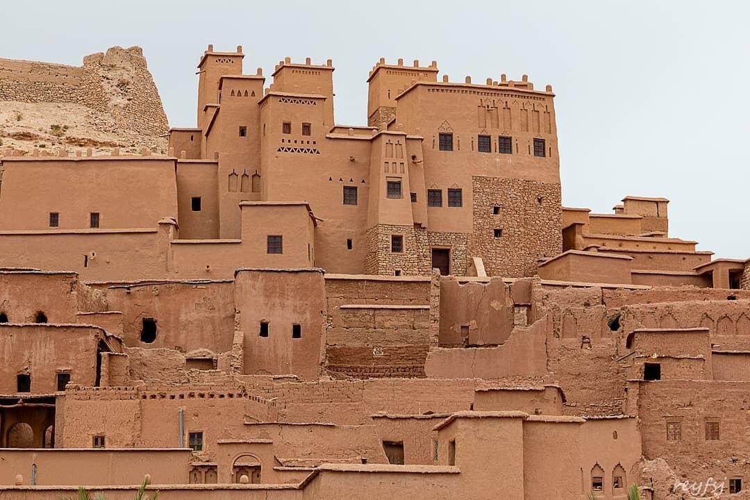Con il nostro tour di 7 giorni in Marocco, visiteremo ait benhaddou, la kasbah berbera e la fortezza