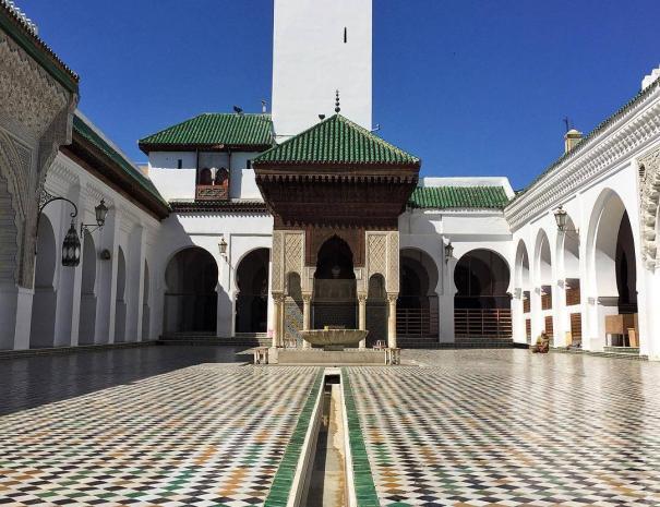 Bou inania Madrass a Fes, un'attrazione da visitare con il nostro tour 10 giorni in Marocco, itinerario di viaggio da Casablanca.