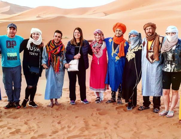 gruppo con un'agenzia di viaggi del Marocco