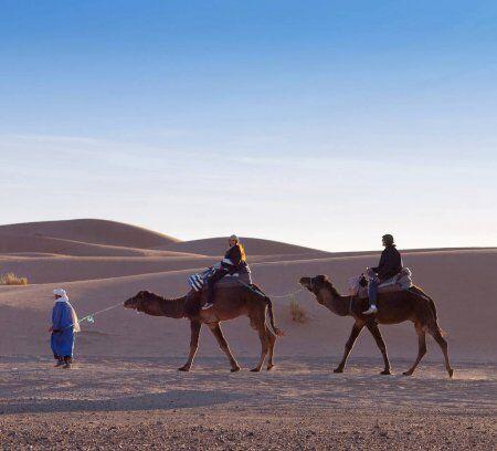 Camel trekking a Merzouga, la nostra migliore attività durante il nostro tour 10 giorni in Marocco, itinerario di viaggio da Casablanca.