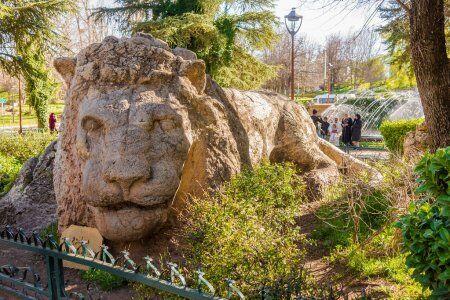 Statua del leone bianco a Ifrane Marocco