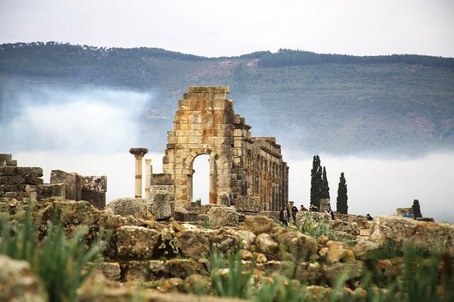 Visita delle rovine romane con l'escursione di 2 giorni da Fes a Chafchaouen