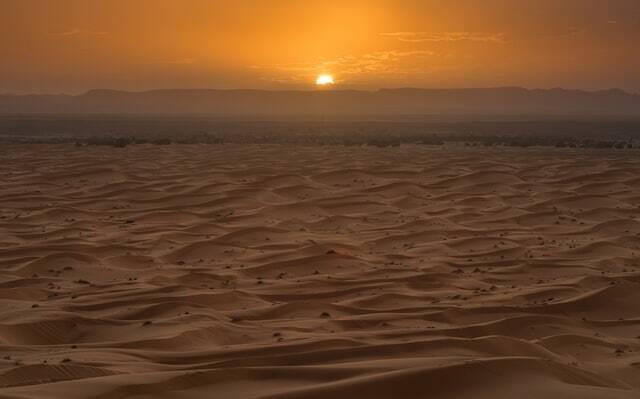 il bellissimo tramonto sulla strada da marrakech a fes, 4 giorni di tour nel deserto