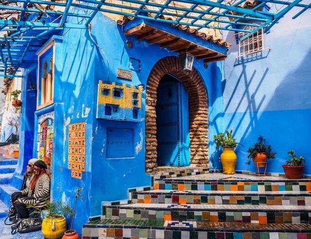 Chefchouen, la città blu di Moroco, la esploreremo con i nostri tour ed escursioni da Tangeri