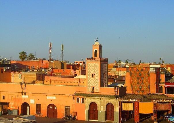 La moschea di Marrakech, la città rossa e la migliore attrazione turistica con le nostre escursioni nel deserto di Casablanca
