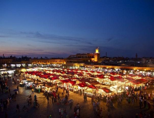 piazza jemma el fna, la visiteremo passeggiando con le nostre escursioni e gli itinerari di Casablanca