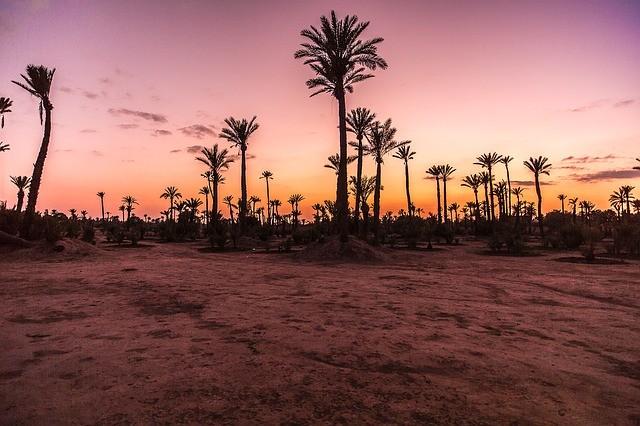 il bellissimo tramonto nel deserto di merzouga