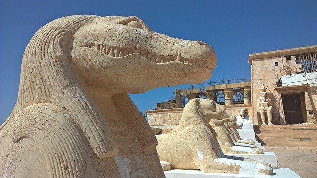 Statue di Ouarzazate con il nostro tour di 6 giorni a Mrorocco
