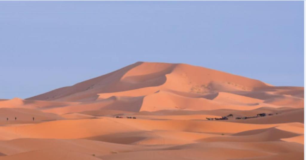 un'altra foto delle dune di sabbia dell'Erg chebbi, le più grandi dune del Marocco