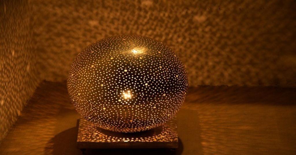 Lampade marocchine, architettura moderna