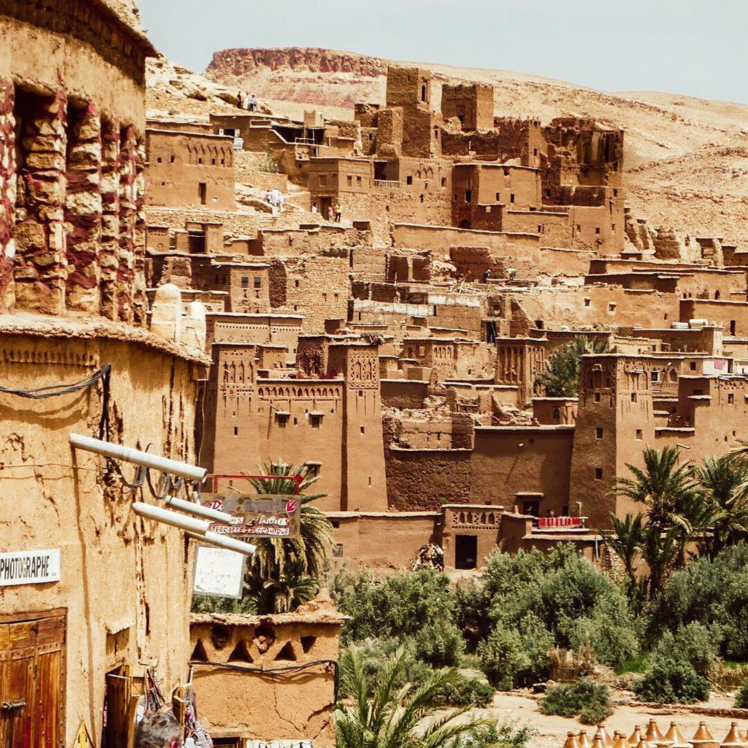 Ait benhaddou Kasbah is a wothy place that you will see with our Morocco travel itinerary one week itinerary from Tangier