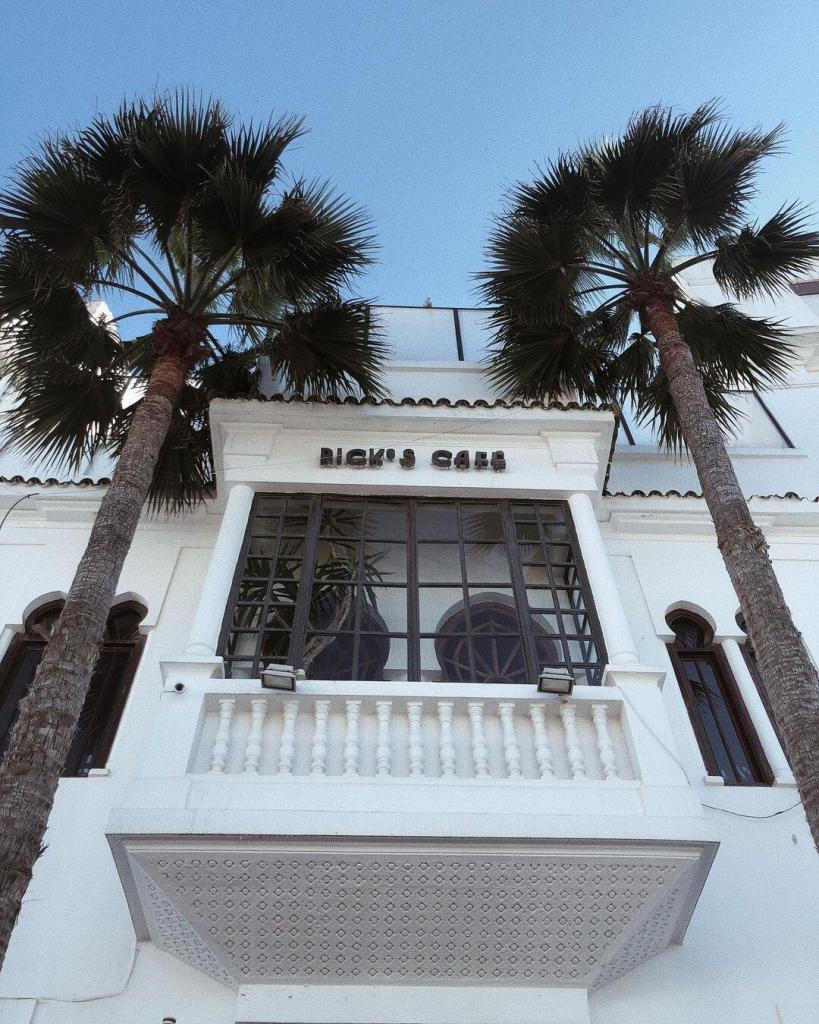 Cafe riks in Casablanca, a must see and do and visit in Morocco