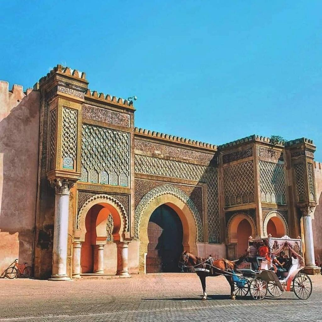 The gate of bab el MAnsour in Meknes, one of the best sites to explore and it is included in our top things to do in Meknes
